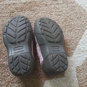 58aa05e75fc119 CROCS Shoes - Toddler Girls Pink SUEDE Crocs Shoes Size 6